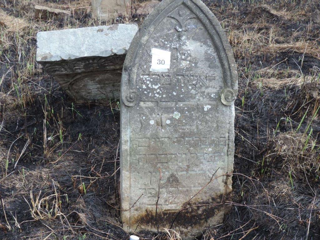 Rongálás és kegyeletsértés a tállyai zsidó temetőben?