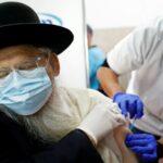Izraelben harmadik oltást kapnak a 60 év felettiek