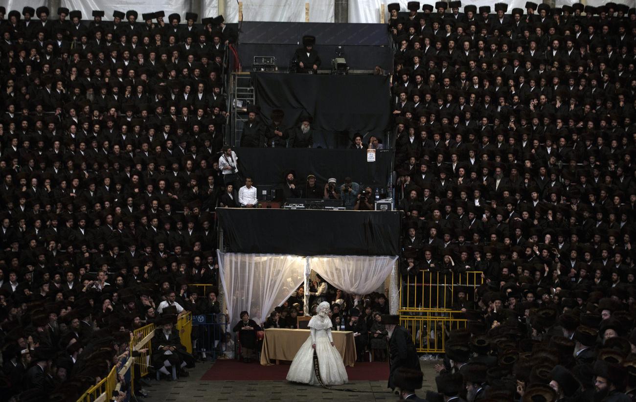 Több ezren vettek részt egy titkos haszid esküvőn Brooklyn-ban