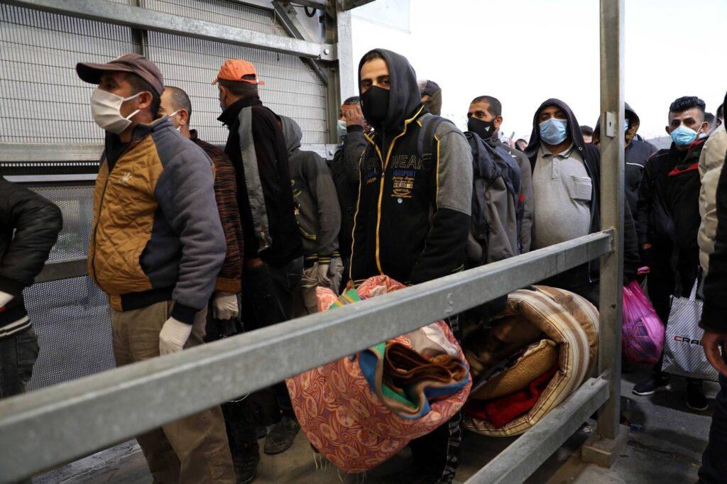 Izrael a palesztin vendégmunkásokat is beoltja