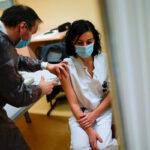 A Pfizer-oltás hatékony a koronavírus új, rendkívül fertőző, brit mutánsával szemben