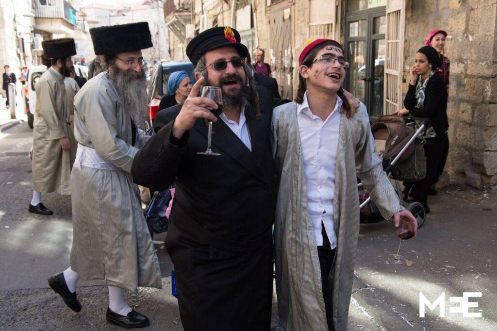 Izraelben korlátozások bevezetésével készülnek purim ünnepére