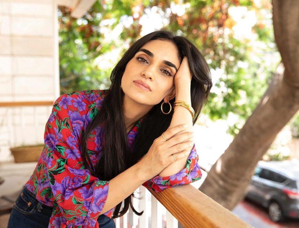 Perzsául éneklő izraeli énekesnő a világ legrangosabb világzenei toplistájának élén