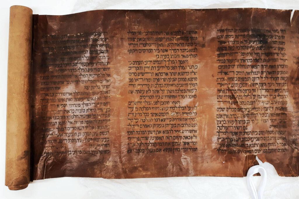 Ajándék purimra: a világ egyik legrégebbi Eszter könyve