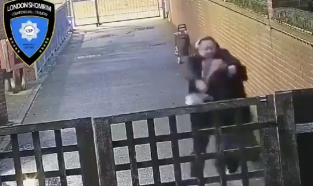 Ököllel verte támadója a terhes zsidó nő hasát Londonban