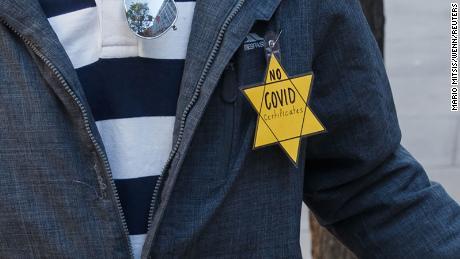 Ízléstelen a sárga csillagot párhuzamba állítani az oltási igazolvánnyal – Kibic Magazin