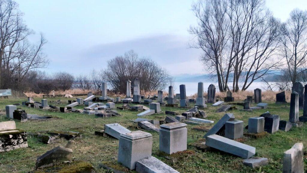 300 zsidó sírkövet találtak a pozsonyi vár alatti sziklás hegyoldalon