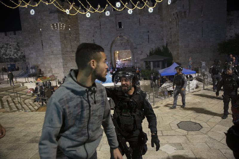 Kilencven palesztin megsebesült a szombat éjszakai jeruzsálemi összecsapásokban