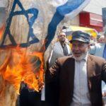 Kellemetlen: izraeli zászlót égetett, közben meggyulladt egy iráni férfi
