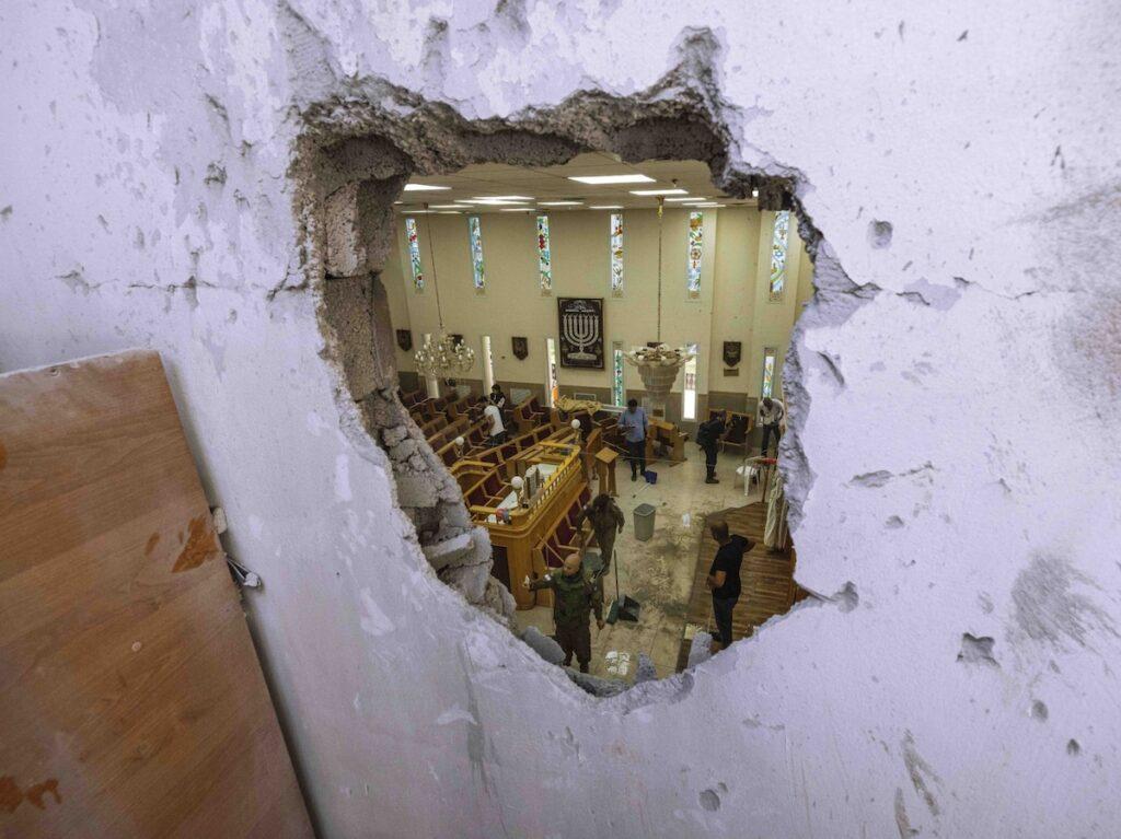 Rakéta találta telibe a zsinagógát, a hívek visszatértek savuot ünnepére imádkozni