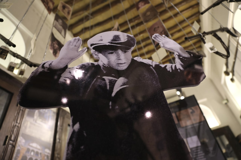 Dubajban nyílt kiállítás a holokauszt emlékére