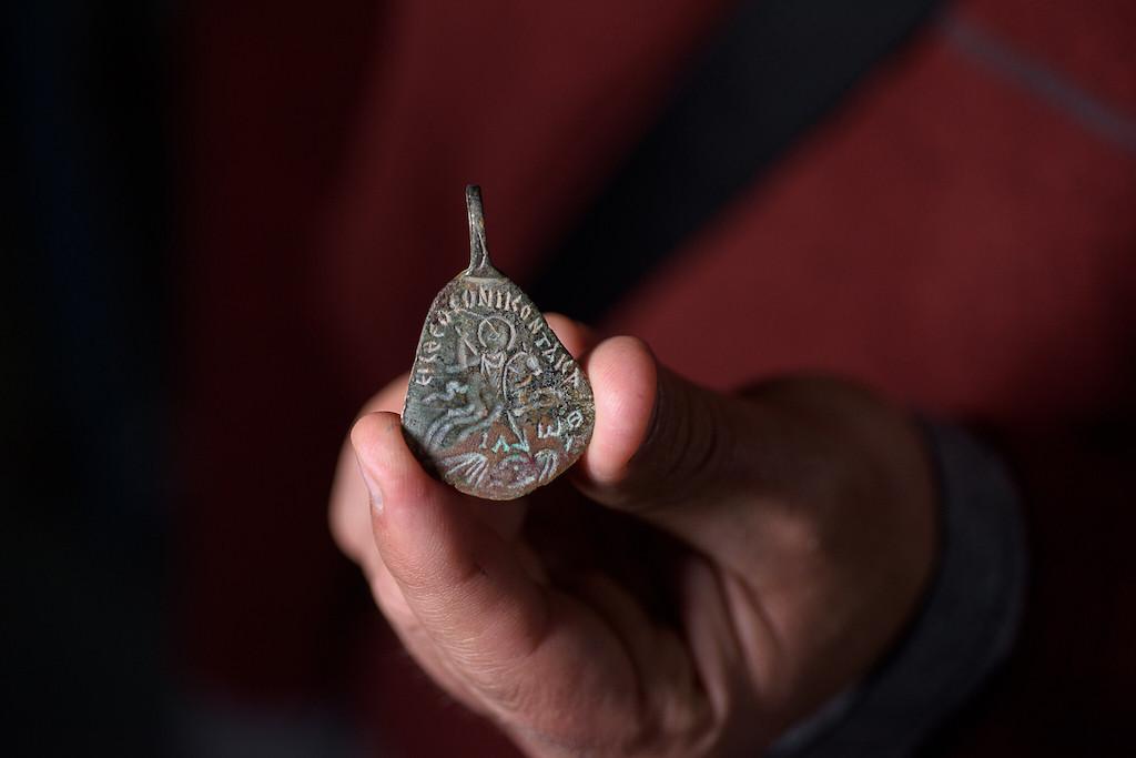 Isten nevét tartalmazó, talmudi korból származó medált találtak Izraelben