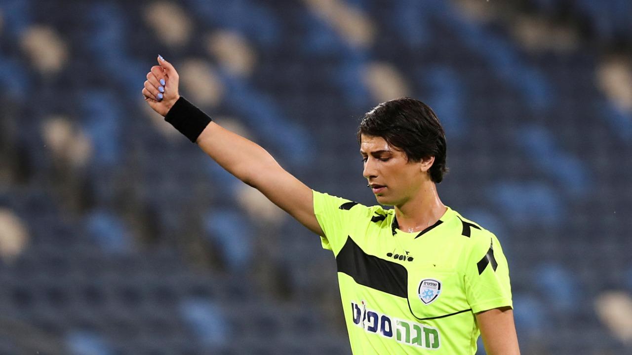 Először vezetett transznemű bíró focimeccset egy első osztályú mérkőzésen Izraelben – Kibic Magazin