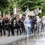 Utcai díszmenet kísérte a Tórát a megújult Rumbach utcai zsinagóga avatására
