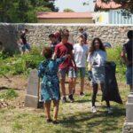 A helyi gimnázium diákjai segítettek a zsidó temető megtisztításában Tapolcán