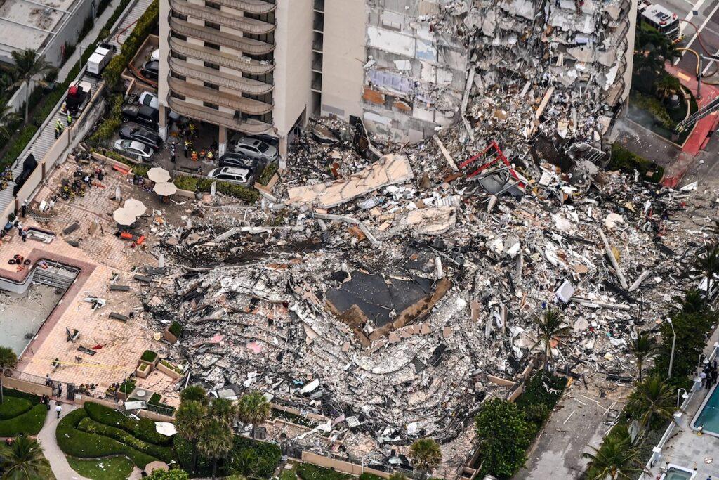 Nincs esély túlélőket találni a sok zsidó áldozatot követelő floridai lakóház romjai alatt