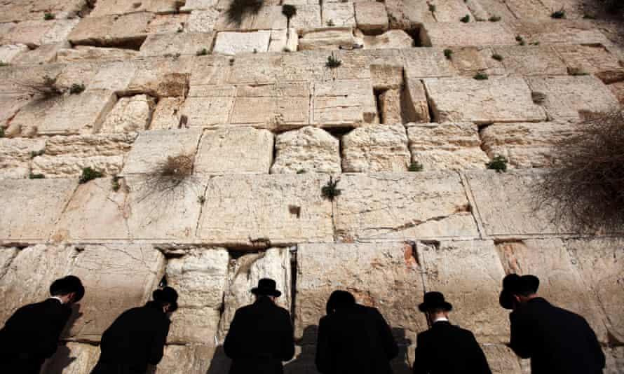 Ortodox csoportok kiszorítanák a reformokat a Siratófal számukra kiakalított részéről Tisha Be'avkor