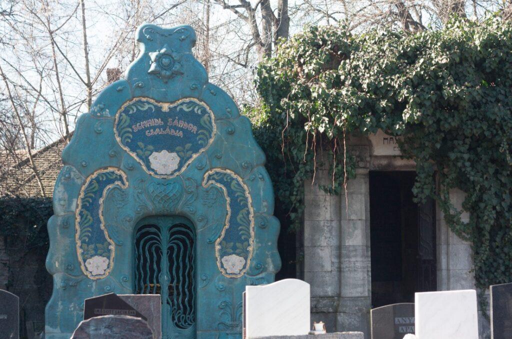 A világ számos országából érkeznek fiatalok, hogy gondozzák a budapesti zsidó temetőt