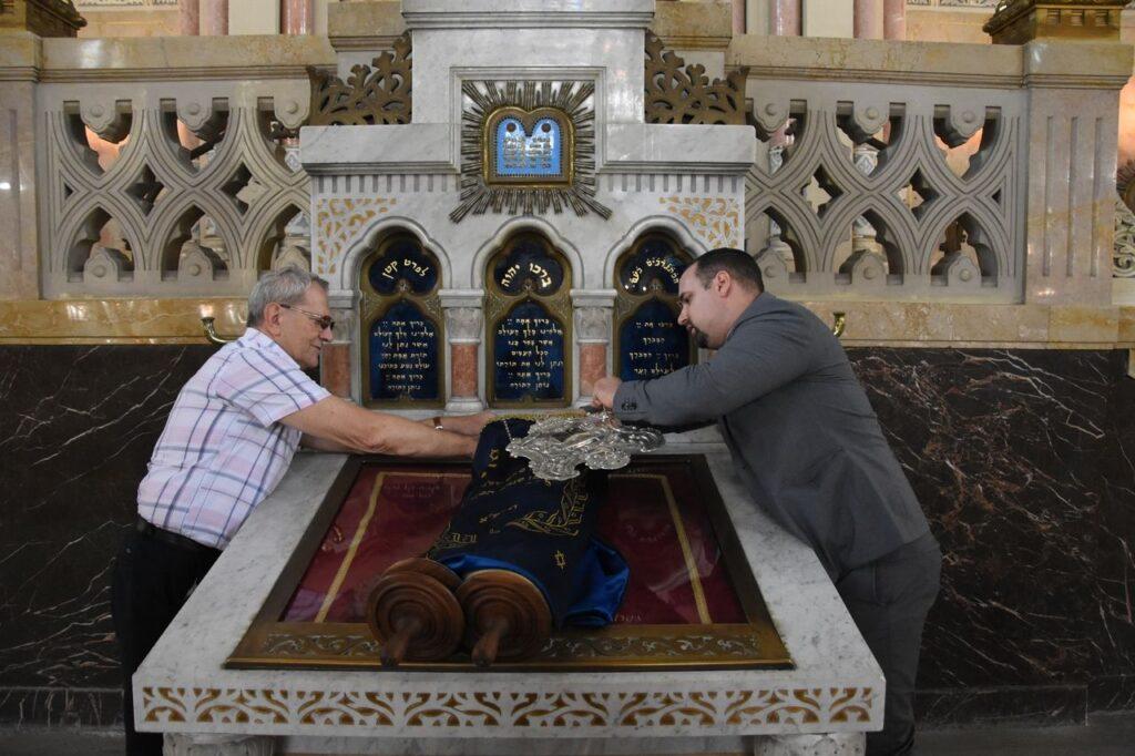 Először avatnak Tórát a holokauszt óta Szegeden
