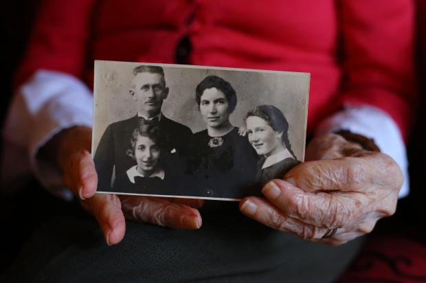 Magyar származású holokauszt túlélő 200 millió forintot adományozott egy skót egyetemnek