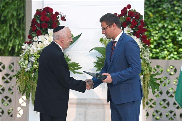 Kardos Péter főrabbi kitüntetést kapott augusztus 20-án