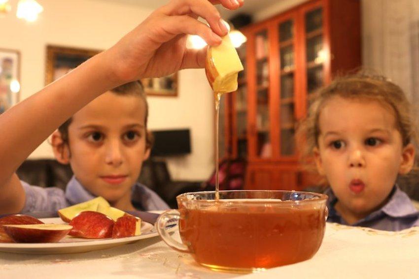 A bibliai méz nem feltétlenül az volt, amibe ma az almát mártogatjuk ros hásáná idején – Kibic Magazin