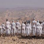 Több száz meztelen emberrel figyelmeztet a Holt-tenger pusztulására egy amerikai fotós