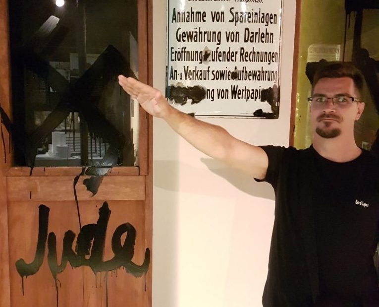 Újabb náci karlendítős fotó került elő a jobbikos alpolgármesterről – Kibic Magazin