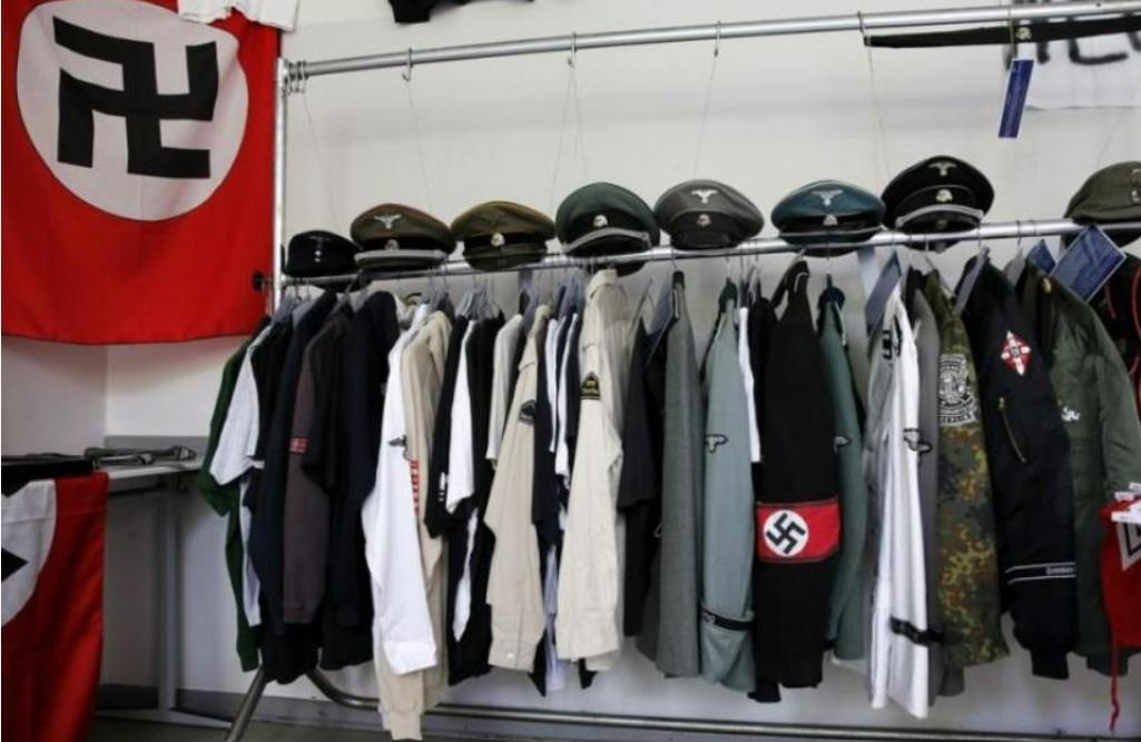 3 millió euró értékű náci tárgyakat találtak egy pedofil férfi otthonában