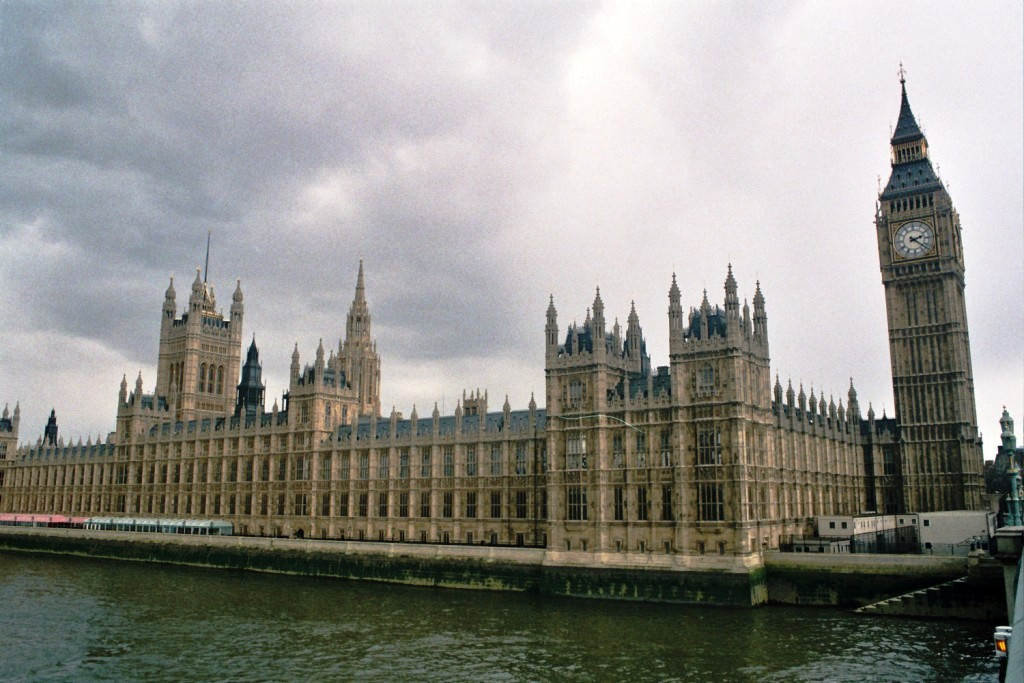 Bevezették a kóser étkeztetést a brit parlamentben